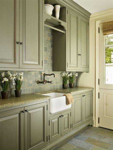country kitchen cabinet colors best 25 green country kitchen ideas on pinterest
