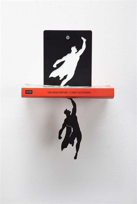 mensola libri mensola per libri sospesa con supereroe keblog shop