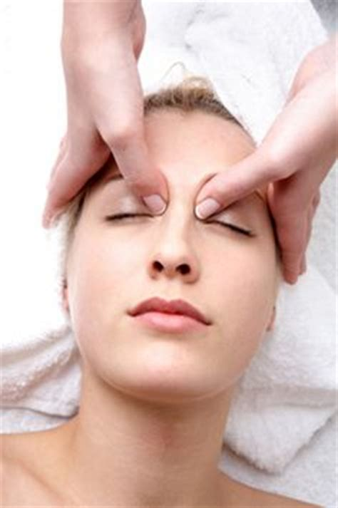 Eye Masager 7 best acupressure points for better eye sight improve