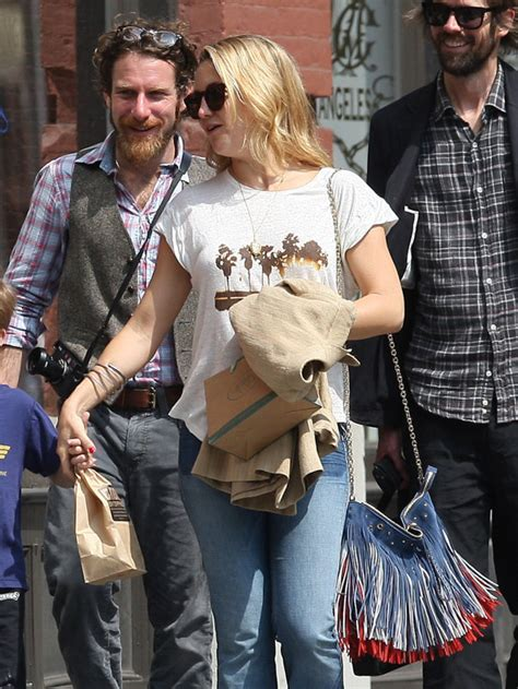 Kate Hudsons Chanel Purse by The Many Bags Of Kate Hudson Purseblog