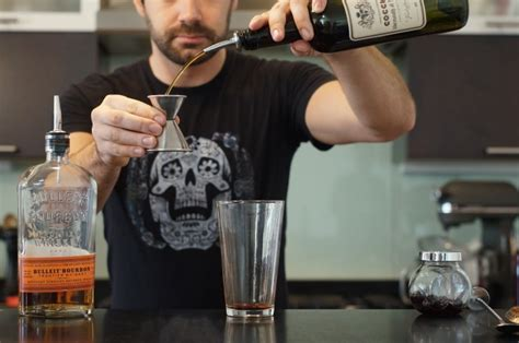 how to make a manhattan drink step 2 of 9 add 1 oz sweet vermouth drink denver the