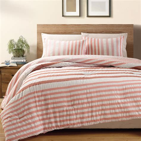 red queen comforter 3 piece red koro 100 cotton seersucker comforter set queen