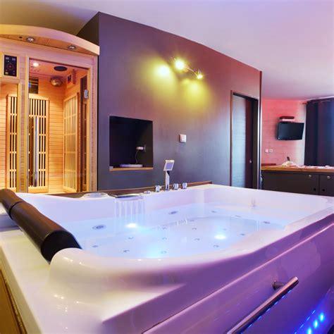 hotel avec piscine priv馥 dans la chambre le perceval spa nuit d amour