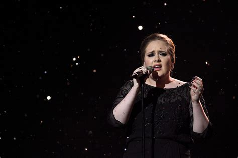 traduzione testo someone like you adele performing someone like you brit awards