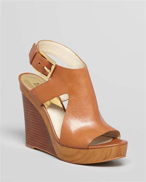 Mk B698 7 Wedges Shoes michael michael kors platform wedge sandals josephine