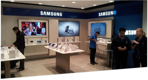 e samsung store our samsung shop in shop for three on oxford opens its doors to the store