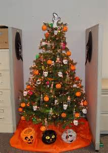 tree decorations for halloween 1000 ideas about halloween christmas tree on pinterest