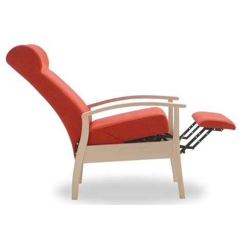 poltrona con poggiapiedi poltrona relax common plus il design ergonomico