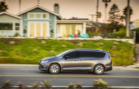 Chrysler Hybrids by Woes Mounting For Recalled 2017 Chrysler Pacifica Hybrid
