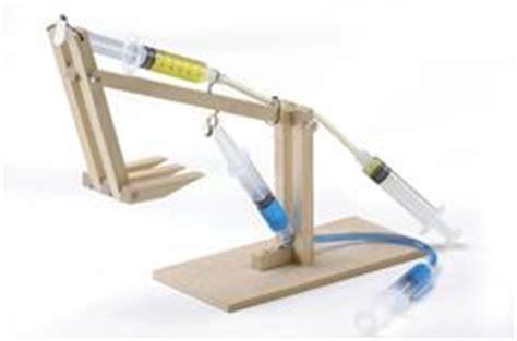 membuat robot gripper hydraulic arm use syringes aquarium tubing wood kids