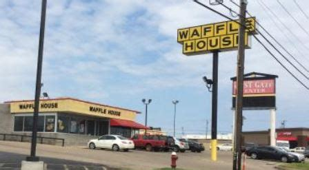 waffle house birmingham al predawn shooting at waffle house leaves 1 wounded 1 jailed al com