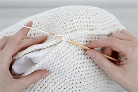 Filet Crochet Patterns For Home Decor how to hold a crochet hook right and left handed