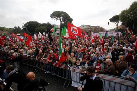 porta di roma 25 aprile 25 aprile i partigiani festeggiano a porta san paolo 1
