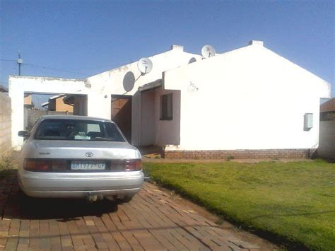 Engen Garage For Sale by 4 Bedroom House For Sale In Rockville Soweto Re Max