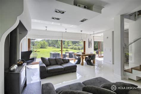 salon z kominkiem blog designbywomen lomianki house by hola design myhouseidea