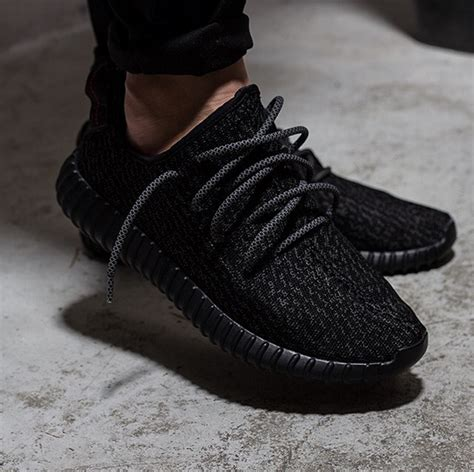 Sepatu Sneakers New Ultra Yezzy yeezy boost 350 pirate black mr lacy