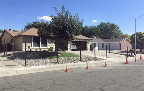 walter white house address breaking bad house in albuquerque gets fence to block fans chicago tribune