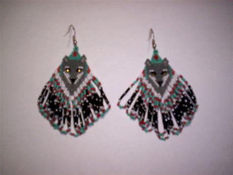 beaded wolf earring pattern brick stitch wolf delica seed bead earring pattern