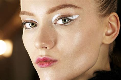 Eyeliner Wardah Putih berani til beda dengan riasan modern eyeliner putih popbela