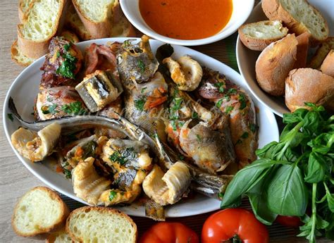 pesce grongo come si cucina zuppa di pesce in cucina con il
