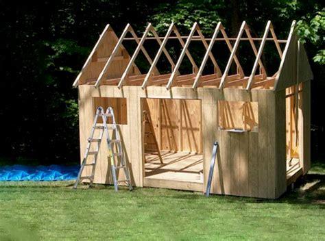 construction du cabanon cabanon dans la cour