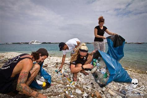 Cleaning Blogs by Sea Shepherd To Turn Ocean Plastic Into Denim