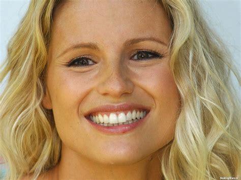 Download Free Michelle Hunziker face closeup wallpaper