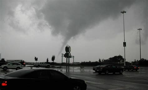 West Side Vaughan Tornadoes Tear Through Ontario The Globe And Mail