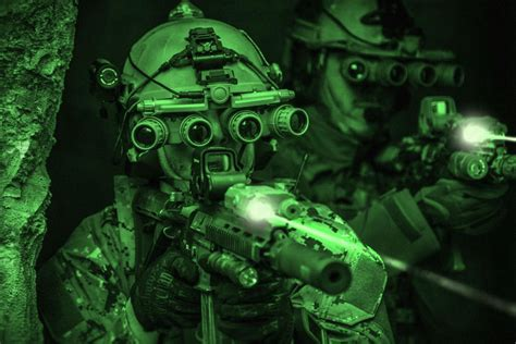 Af Green Ultima brilliant new imaging system gives soldiers hybrid thermal vision on the battlefield