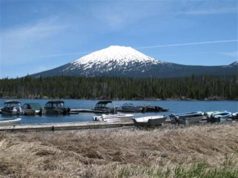 lava lake resort boat rental under cascade blue skies cascade lakes scenic byway in
