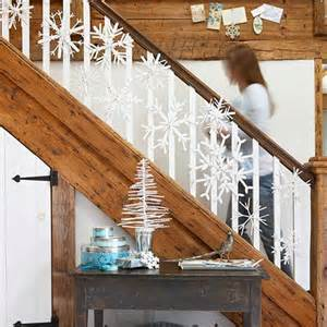 Christmas staircase decorating1