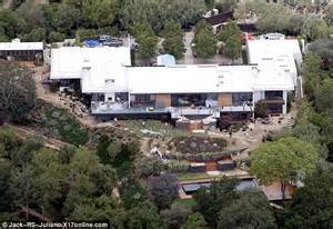 Bel Air Mansion jennifer aniston gasps as she rolls up to her newly