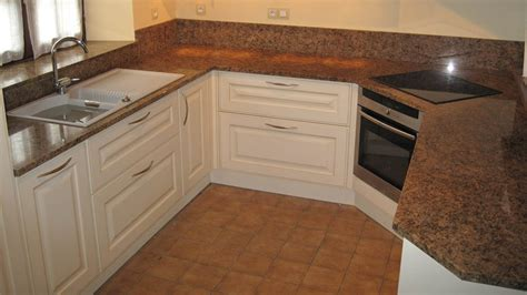 plan de cuisine granit cuisine plan de travail de cuisine classique clair en