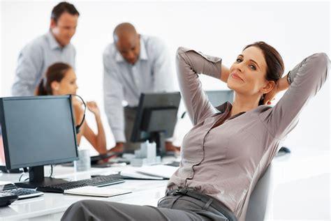 lavoro ufficio relax in ufficio 5 modi per rilassarsi a lavoro