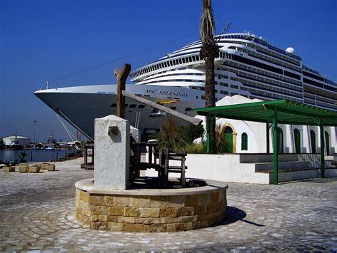 porto tunisi antico pozzo nel porto di tunisi viaggi vacanze e