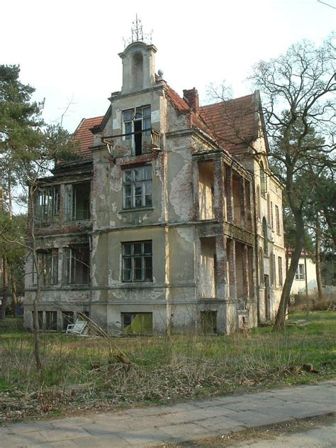 abandoned homes 523 best ghost towns abandoned houses buildings images
