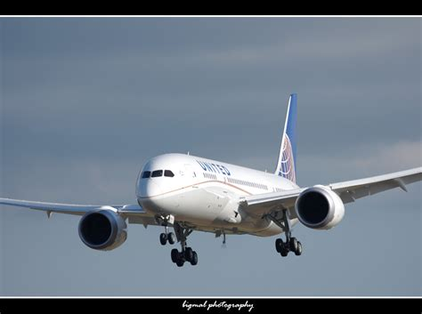 united airlines returns to paine field with new services airways photos united s first boeing 787 takes flight