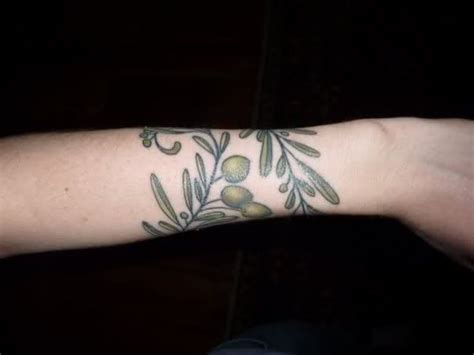 12 stylish vine wrist tattoos