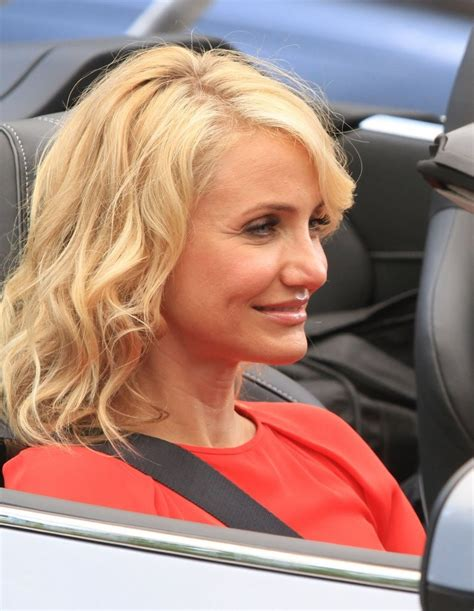 cameron diaz hair cut inthe other cameron diaz medium wavy cut cameron diaz looks