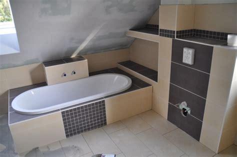 kleines waschbecken neben klo badewanne einmauern mit ablage gispatcher