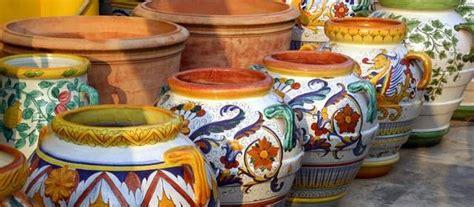 vasi deruta tajani a deruta incontra gli artigiani ceramisti eunews