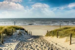 schwimmbad callantsoog weg in den d 252 nen zum strand auf leinwand poster bestellen