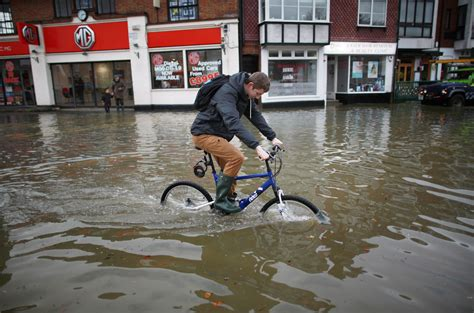 river thames flood zone uk floods somerset floods overwhelm island fortress