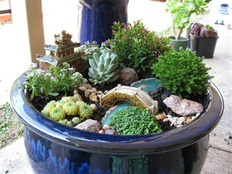 Beau Mini Jardin Japonais D Interieur #2: mini-jardin-japonais-dans-un-pot-defleur.jpg