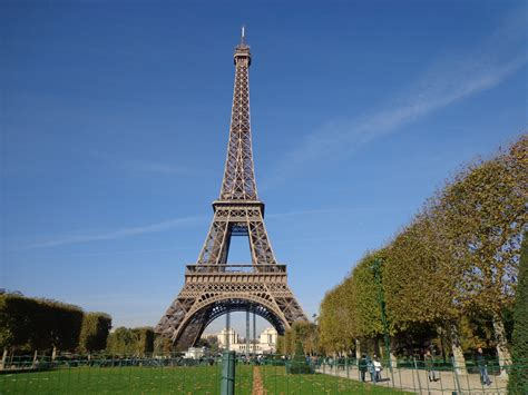 Menara Effeil sepenggal kisah di utara menara eiffel pembelajar sejati
