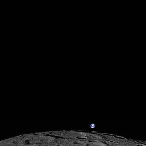 Menyelidiki Ruang Angkasa Bulan foto bumi yang terbit dari permukaan bulan mongabay co id