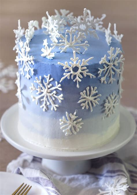 idea  piping candy melt snowflakes