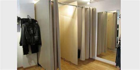 probadores de ropa interior bonitas desnudas en los probadores camaras