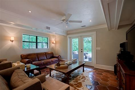 Saltillo Tile Living Room by Best 25 Mexican Tile Floors Ideas On