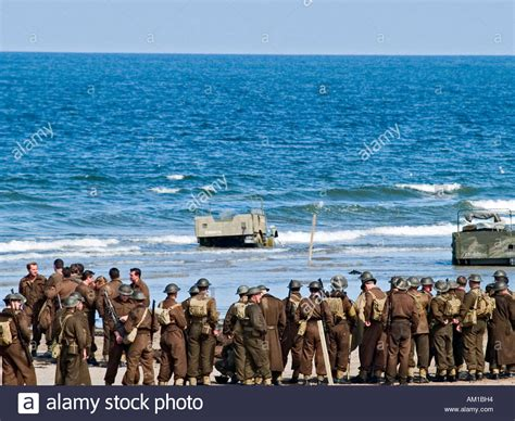 ww2 film dunkirk film extras dressed as ww2 soldiers on the beach at the